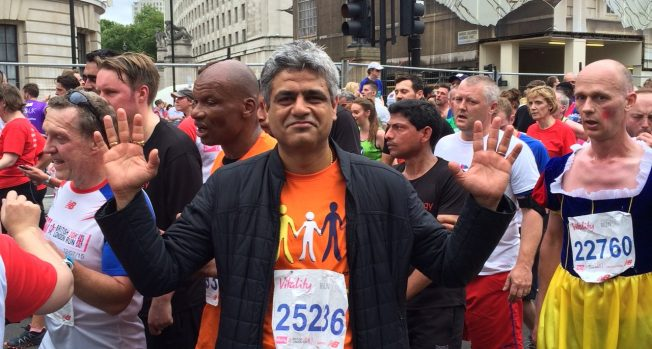 Manish Tiwari completes the British 10K Run!  ..... and for a good cause